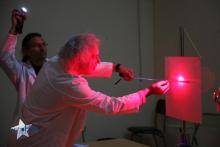 Midiendo el diámetro de un pelo mediante la difracción de un rayo láser
