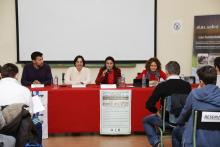La periodista ambiental Maria José Esteso Poves, junto con los profesores que han puesto en marcha la actividad.