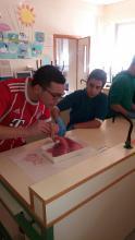 Alumnos de 3º de ESO diseccionando pulmones